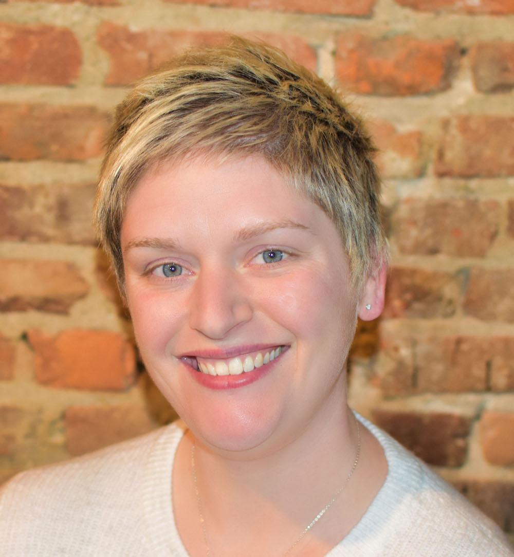 Joanie Recker, Populist employee